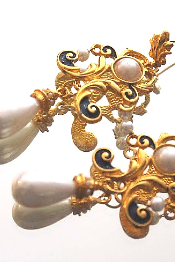 """An Ear For Opulence"" - #esfir #statementjewelry #handmade #bridal #meenakari #eastern #earrings #artisan #luxury #pearls #fashion"