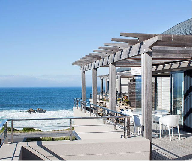 Le Paradis Penthouse is a luxury, self-catering apartment for the discerning guest. All the living areas offer spectacular ocean views of Walker Bay. It is perfectly situated in the heart of Hermanus, and within easy walking distance to shops and restaurants.