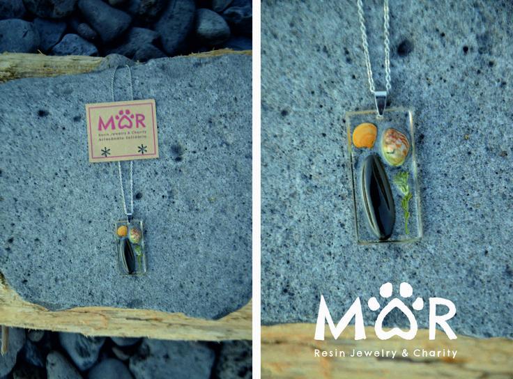 AMAR 49 - pendente rectangular em resina com concha, buzio, pedra e planta * fio prateado * comprido * curto * 15€