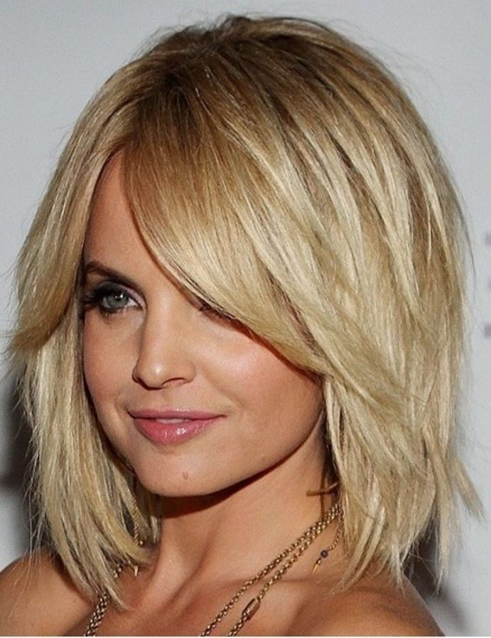 Mid Length Layered Hairstyles for Oval Face   HairJos.com
