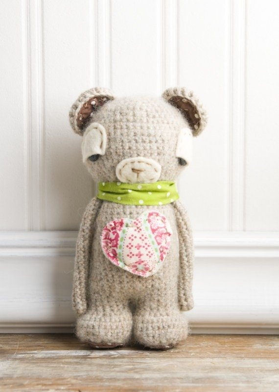 i wish i could knit a bear like this for the babies.