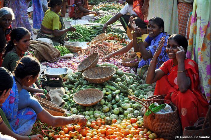 Donne: ripartire da sé. La microfinanza di Fondazione Pangea come strumento per uscire dalla povertà attraverso un processo di empowerment.
