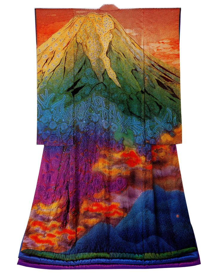 Ohn… Fuji and Burning Clouds (1991). 富士山と燃える雲(1991年)。Via Itchiku Kubota Art Museum. #kimono #Japan #fashion #rainbow