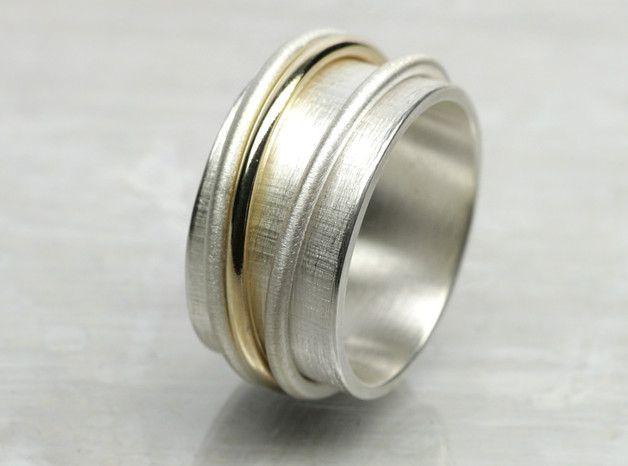 Breiter Ehering in silber und gold in schlichtem Design / wide wedding ring in silver and gold made by schmucke-sachen via DaWanda.com