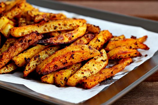 spicy oven fries: Eggs White, Recipe, Olives Oil, Baking Potatoes, Ovens Fries, French Fries, Baking Fries, Spicy Ovens, White Chilis