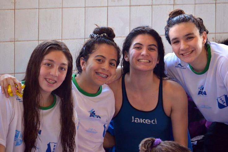 Moira Miranda y Luciano Saiz se destacaron en el Match de Selecciones http://www.ambitosur.com.ar/moira-miranda-y-luciano-saiz-se-destacaron-en-el-match-de-selecciones/ Moira Miranda y Luciano Saiz, representantes del Club Ingº Luis A. Huergo, tuvieron una gran performance en el Match de Selecciones desarrollado en Santa Rosa, La Pampa. Ambos nadadores formaron parte de la Selección del Sur.     El Match incluyó, además, a la Federación de Natación de Buenos Aires, a la