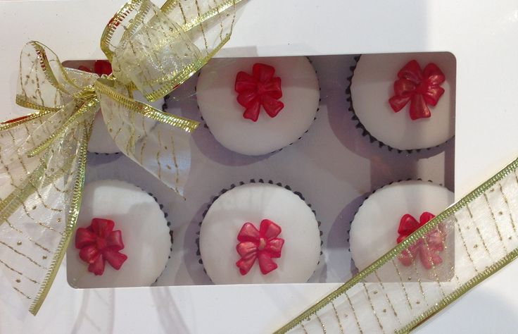 Red Ribbon Cup Cakes