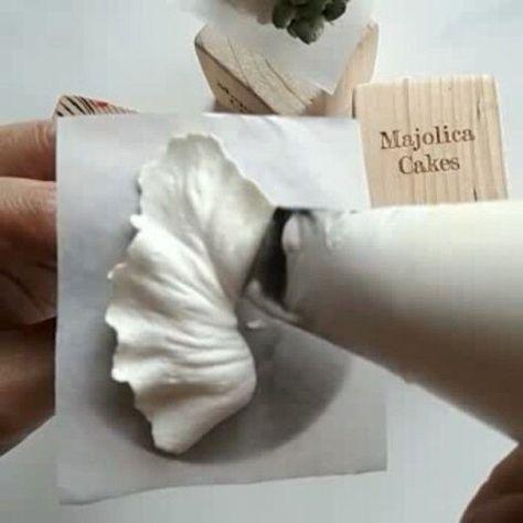 "2,703 Likes, 23 Comments - BUTTERCREAM CAKE ARTISTRY (@majolicacakes) on Instagram: ""Buttercream Calla Lily #cakerytechnique"" #cakedecoratingtechniques"