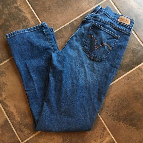 Levi's 505 Straight Leg jeans EUC Levis jeans. Dark wash denim. Straight leg. No snags, holes, rips or tears. Levi's Pants Straight Leg