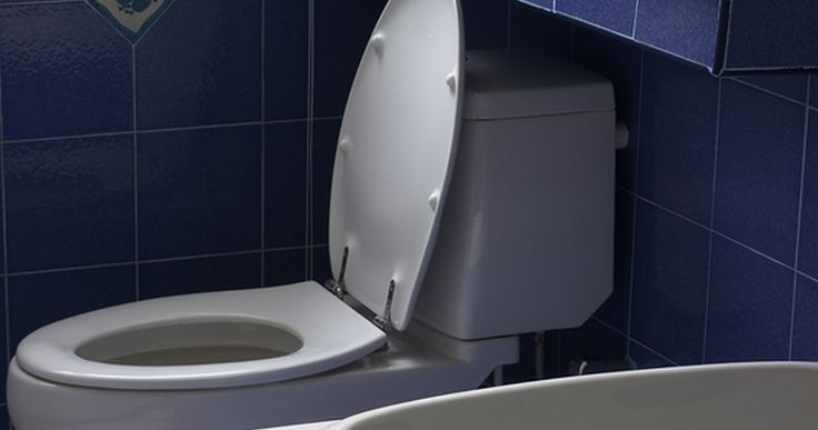 Toilet replacement in Sacramento: Is a crack in your toilet bowl an obvious sign you need a replacement? Boyd Plumbing experts say yes!