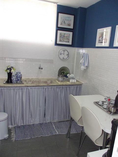 Cozinha reciclada do escritório: azul marinho e branco