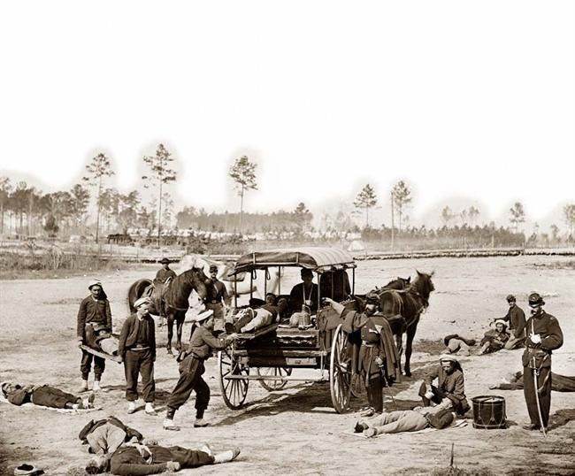 Zouave ambulance crew demonstrating removal of wounded soldiers from the field: Wars Ambulance, Ambulance Photos, Wounds Soldiers, American Civil, Zouave Ambulance, Ambulance Crew, Photoscivil Wars, The Civil Wars, Civil Wars Photos