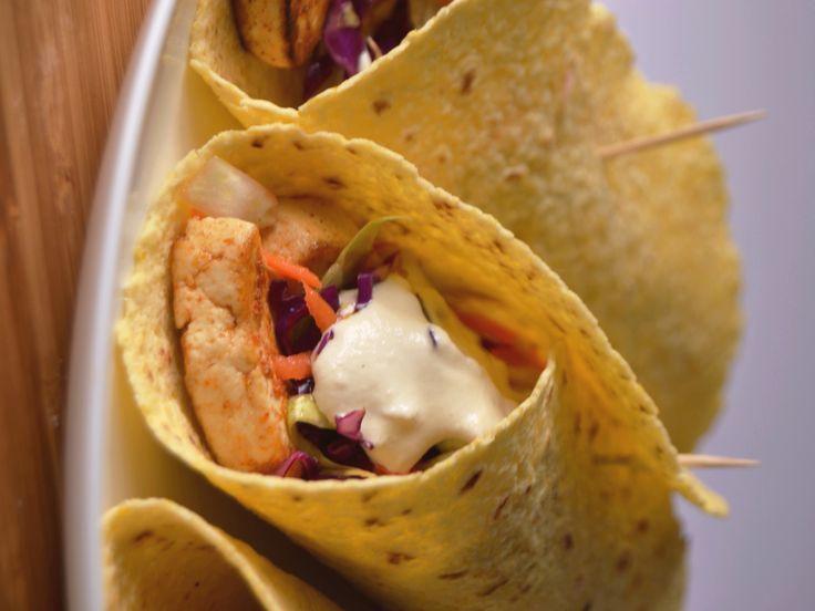 Tacos tofu, cabbage salad and cashew sauce and lemon, vegan/gluten free