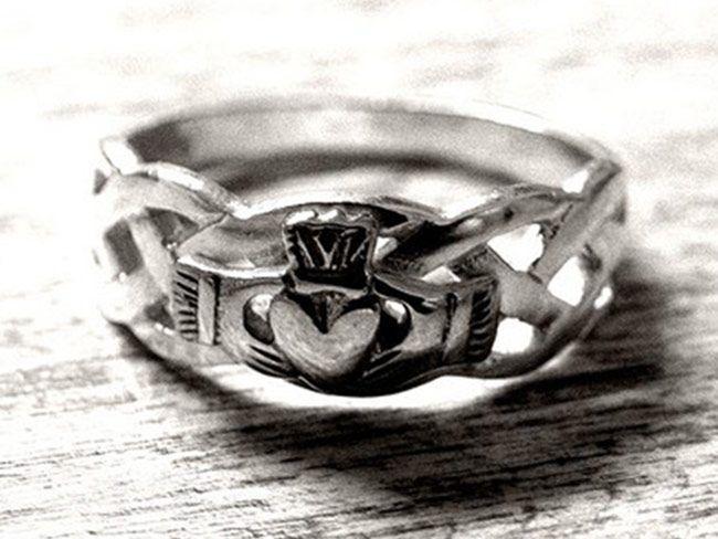 Story Behind Irish Claddagh Ring
