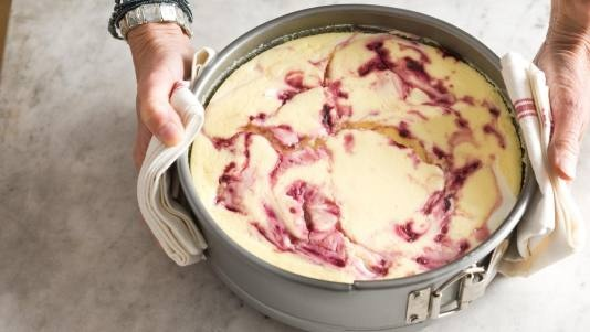 Blackberry Swirl Cheesecake: Cheesecake W Blackberry Swirl3, Blackberries Swirls, Perfect Sauces, Blackberries Cheesecake, Swirls Cheesecake, Cheesecake Swirls, Cheesecake Recipe, Frozen Blackberries, Creamy Cheesecake