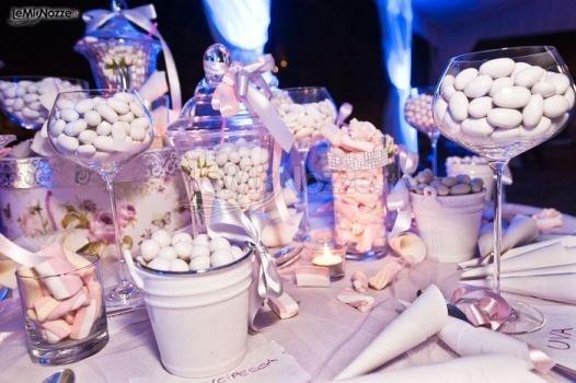 http://www.lemienozze.it/operatori-matrimonio/bomboniere/i-confetti-di-rosemarie/media/foto/12 Tavolo della degustazione dei confetti per il ricevimento matrimonio