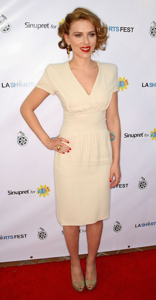 Scarlett Johansson Photos - Actress Scarlett Johansson attends the 13th Annual Los Angeles Shorts Festival on July 23, 2009 in West Hollywood, California. - 13th Annual Los Angeles Shorts Festival Opening Night - Arrivals
