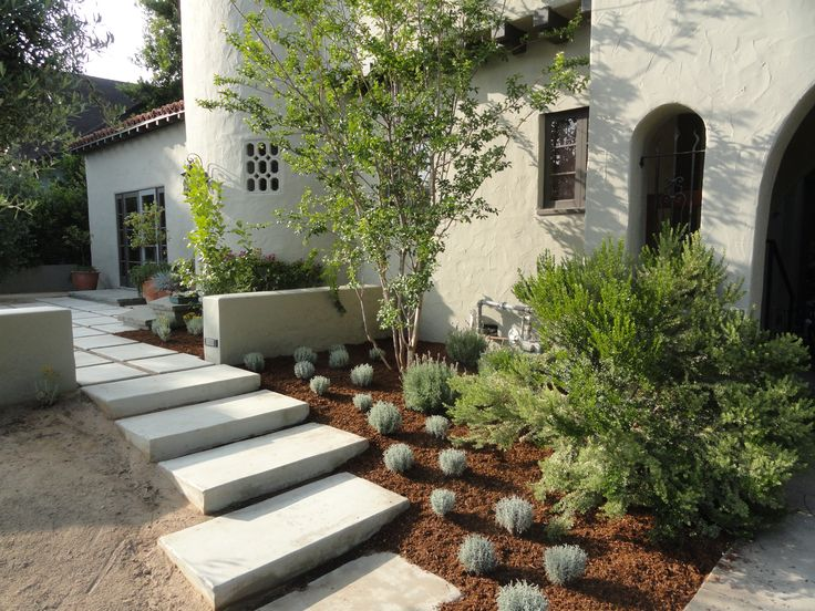 Small front yard landscaping ideas sometimes a small for Flower ideas for front yard