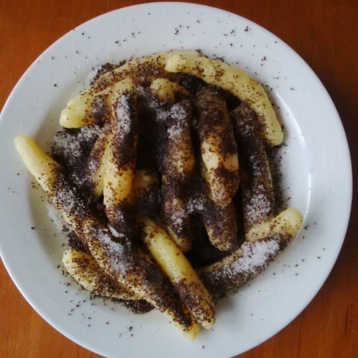 Kytičkový den - bramborové knedlíky s mákem (může být slazeno fruktózou nebo datlovým sirupem)