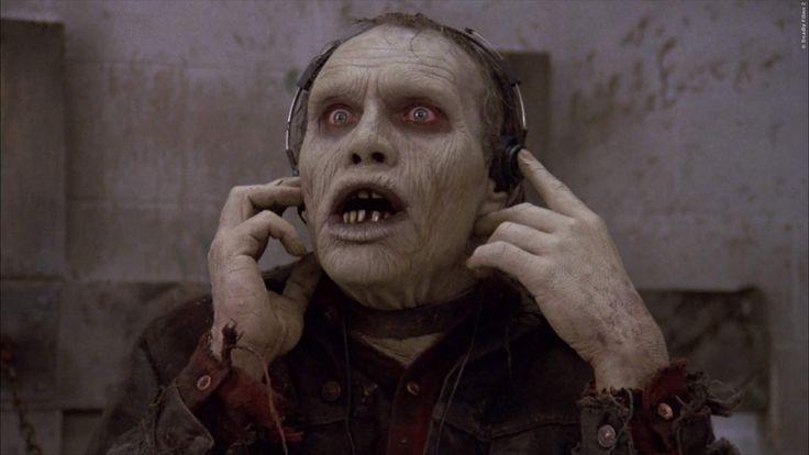Das Original aus dem Jahr 1985 wurde beschlagnahmt, weil darin zu viel Gewalt gezeigt wurde. Jetzt kommt die Neuauflage: Day Of The Dead Remake geplant ➠ https://go.film.tv/DotDRe  #DayOfTheDead #Zombie2 #Remake