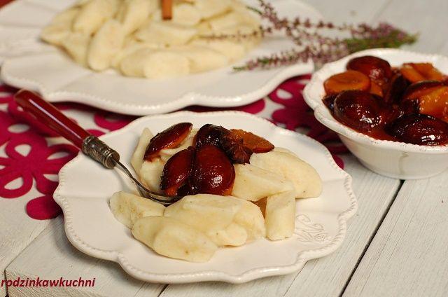 kopytka z kaszy jaganej z sosem śliwkowym_kopytka bezglutenowe z karmelizowanymi śliwkami_obiad na słodko_obiad bez mięsa_rodzinkawkuchni.blox.pl