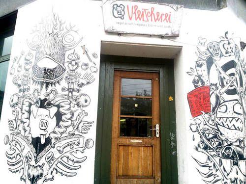 Wie Berlin, nur besser! Im Leipziger Stadtteil Plagwitz versammelt sich die junge Kunst-Boheme. Ihre liebste Flaniermeile ist ein Ort für Träumer mit Tendenz zum Unperfekten. Unsere Insidertipps für Leipzig...