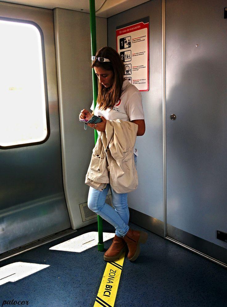 https://flic.kr/p/QRhKMy | Limache020 | Pasajera del metro dirección Puerto, Metro de Valparaíso, Limache, Valparaíso, Chile.