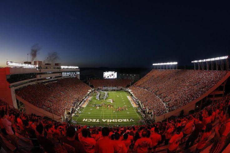 HALFTIME: Virginia Tech 17, @OhioStAthletics 14.  Get stats --> http://bigtennetwork.stats.com/cfb/boxscore.asp?gamecode=201509070016&home=16&vis=33…