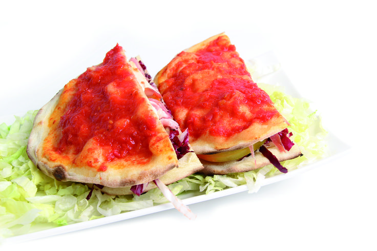 Piadina Pugliese Prendete due basi pizza U-TUB da 22 cm, disponetele l'una sull'altra e condite, con salsa di pomodoro o con olio extravergine d'oliva, la sola parte superiore. Infornate il tutto a 250 gradi in un forno casalingo per 5 minuti, o a 320 gradi in un forno da pizzeria, per 3 minuti. Una volta fuori dal forno, separate le due basi, farcitele a piacimento e disponetele nuovamente l'una sull'altra, tagliatela a spicchi e gustatela. Anche i romagnoli apprezzerebbero.