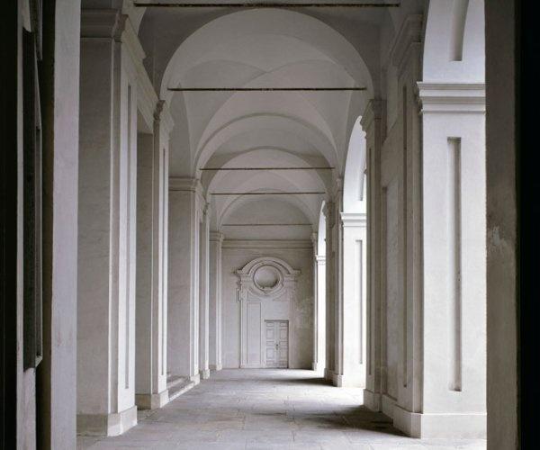 massimo-listri-empty-spaces-13
