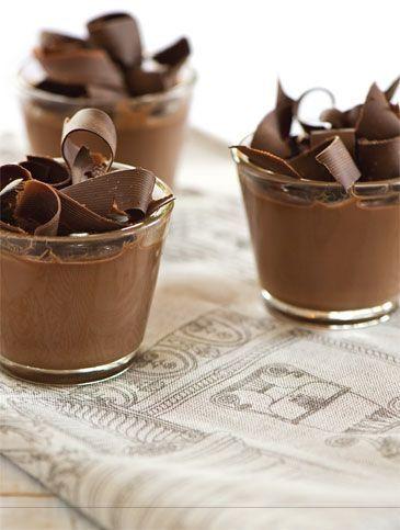 Η αγαπημένη μου ιταλική πανακότα σε μια σοκολατένια εκδοχή. Ένα απλό και νόστιμο επιδόρπιο που αγαπούν μικροί και μεγάλοι.