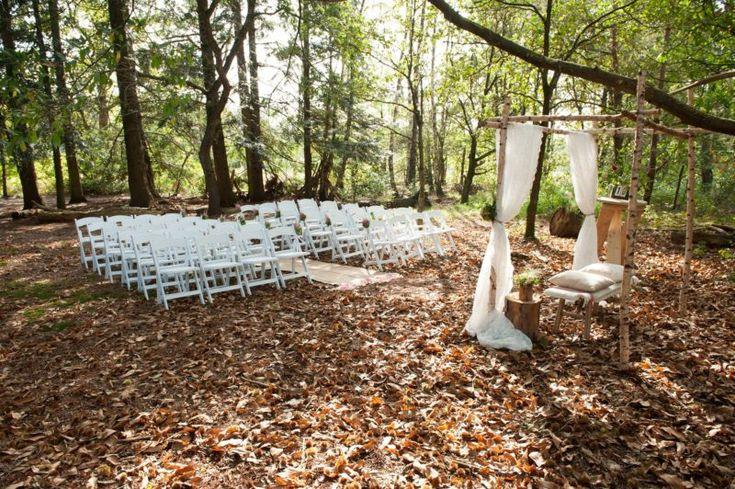 Lekker ongedwongen buiten trouwen en zélf je trouwfeestje samenstellen: dat is waar we van houden en dat is ook wat de coole gasten van Trouwen in het Bos voor jou mogelijk maken. In de zomer maken ze er jouw eigen mini-festival van en in de winter wordt het een knusse ceremonie onder een dekentje, met …