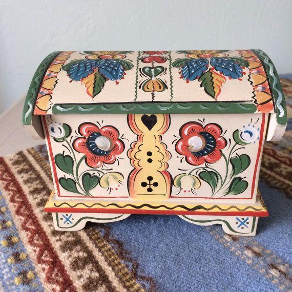 Little Os style treasure box