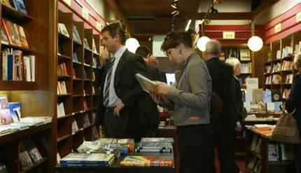 Shopping in Melbourne: Hill of content - Book store    86 Bourke Street Melbourne  Tel 03 9662 9472