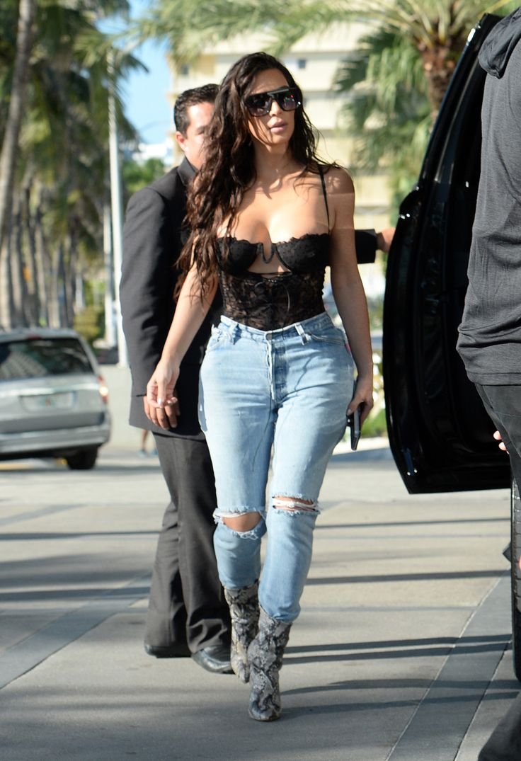 Kim arriving at a studio in Miami, Florida - September 15, 2016