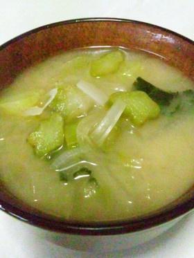 ブロッコリー茎と新玉ねぎの味噌汁