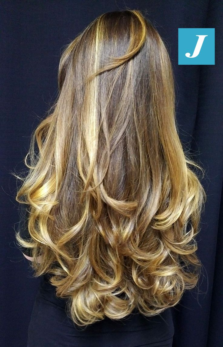 Absolutely gorgeous highlights and half curls.