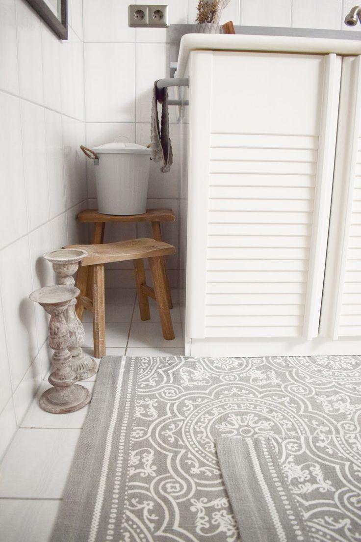 Diy Verschonerung Badezimmer So Holt Ihr Das Beste Aus Eurem Alten Bad Heraus Bodenfliesen Alte Fliesen Badteppich