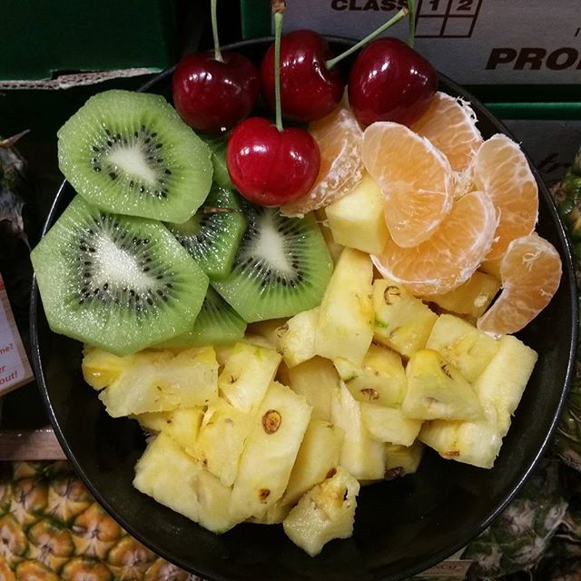 Eat the rainbow  Start your day off right with a big bowl of fresh fruit. #fruitsalad #fruit #pineapple #kiwifruit #cherries #cherry #mandarins #healthyeating  #freshproduce #brisbanemarkets #brisbaneproducemarkets #instafood #igfood #eeeeeats  #eatfresh #healthyfood  #healthy #healthyeating #carterandspencer