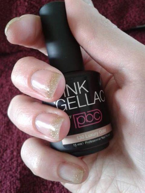 Weer eens iets anders, French Manicure met Pink Gellac 130 Luxury Gold Blij met mn nieuwe kleurtje! Luxery gold nr 130.  #pinkgellac #pinkbeautyclub #gellak #gelnagellak #nagellak