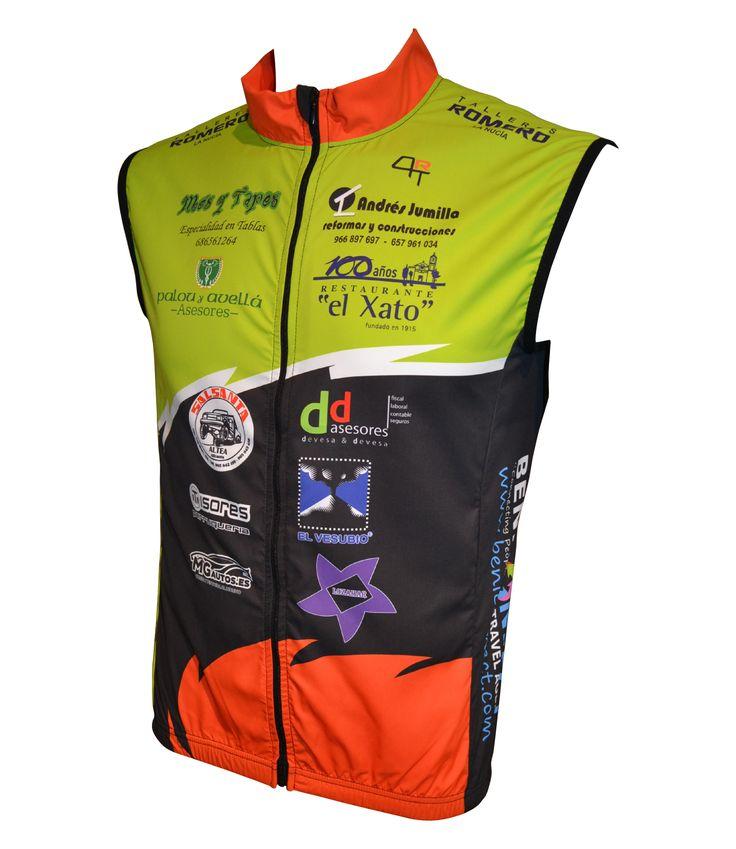 """Covert Sport. Nuevos Chalecos Ciclismo """"AL … PEDAL"""". Diseño Personalizado. Ligero chaleco multiusos. Tejido cortavientos en delantero y de red en la parte trasera. Banda reflectante de gran visibilidad. Muy práctico y fácil de guardar en cualquier bolsillo"""