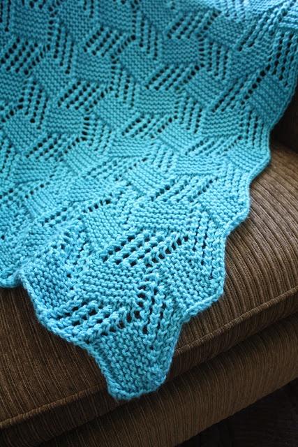 snapdragon crafts: big needle knit afghans: lace block baby blanket