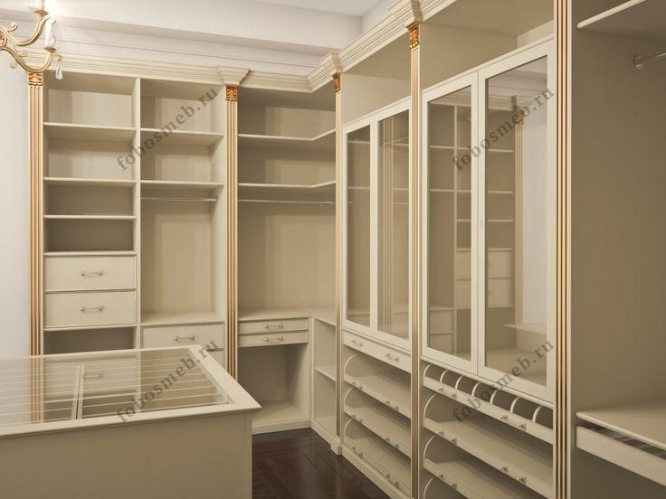 Гардеробная комната с золотым патинированием