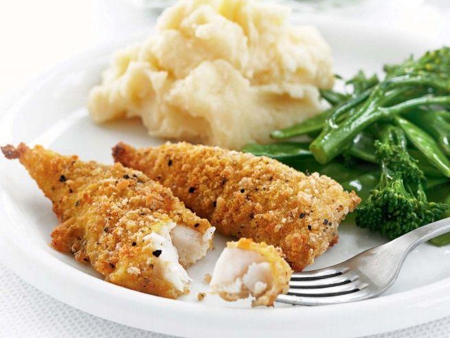 Hozzávalók   250 g tőkehalfilé 1/2 citrom leve só bors 50 g CI V ITA kukoricadara 50 g szárított zsemlemorzsa 1 tojás kissé felverve 2 evőkanál CI V ITA kukoricaolaj főtt borsó és brokkoli, valamint burgonyapüré a tálaláshoz   Elkészítés   Melegítsük fel a sütőt (villany: 200 fok, légkeveréses: 180 fok, gáz: 6-os...