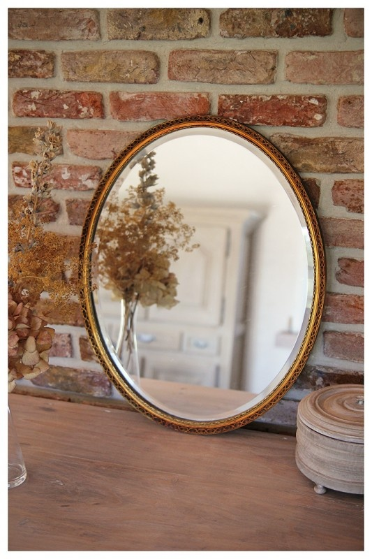 Oude ovale spiegel met facetrand - www.maisonpatine.be