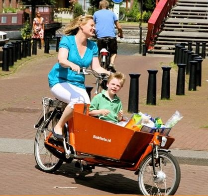Bakfiets Long Cargo Bike this is freakin awesome!!