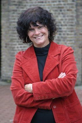 Dit is de schrijver van het boek Tijl Uilenspiegel, Marian Hoefnagel. Ze schrijft onder andere tienerboeken die tieners bezig houden met tienerproblemen zoals zwangerschap etc. Ze heeft ook een biografie van Anne Frank in 5 talen geschreven