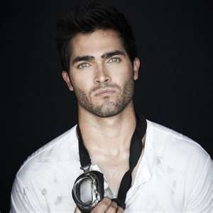 Tyler Hoechlin sexy men