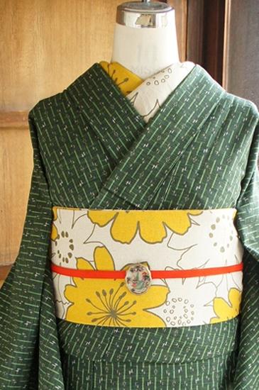 モスグリーン (Moss-green) kimono with beautiful flower belt.