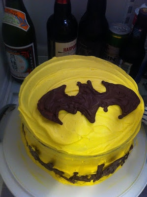 Step by Step guide on how to make an easy batman cake.